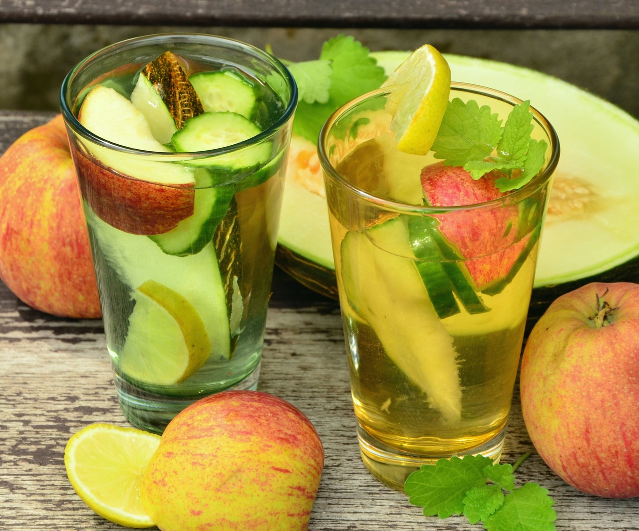 You are currently viewing 10 Easy-to-Make Summer Beverages you must Drink To Beat The Heat!